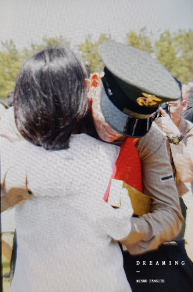 SHINee's MinHo Awarded For His Excellence In Completing His Military Training