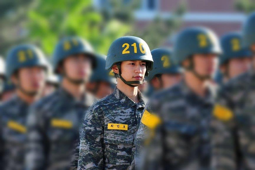 Fans Wonder If SHINee's MinHo Has Really Went To The Military After Seeing Recent Photos