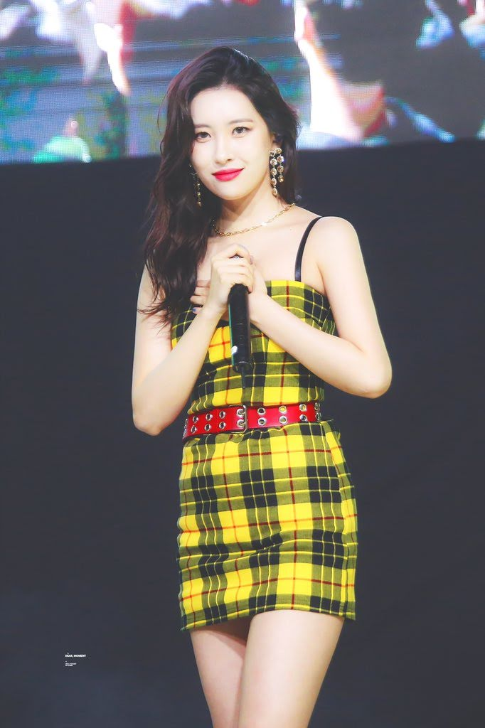 SunMi Yells At Fan Who Gets Up From Seat During Concert And Demands To Know Where He's Going