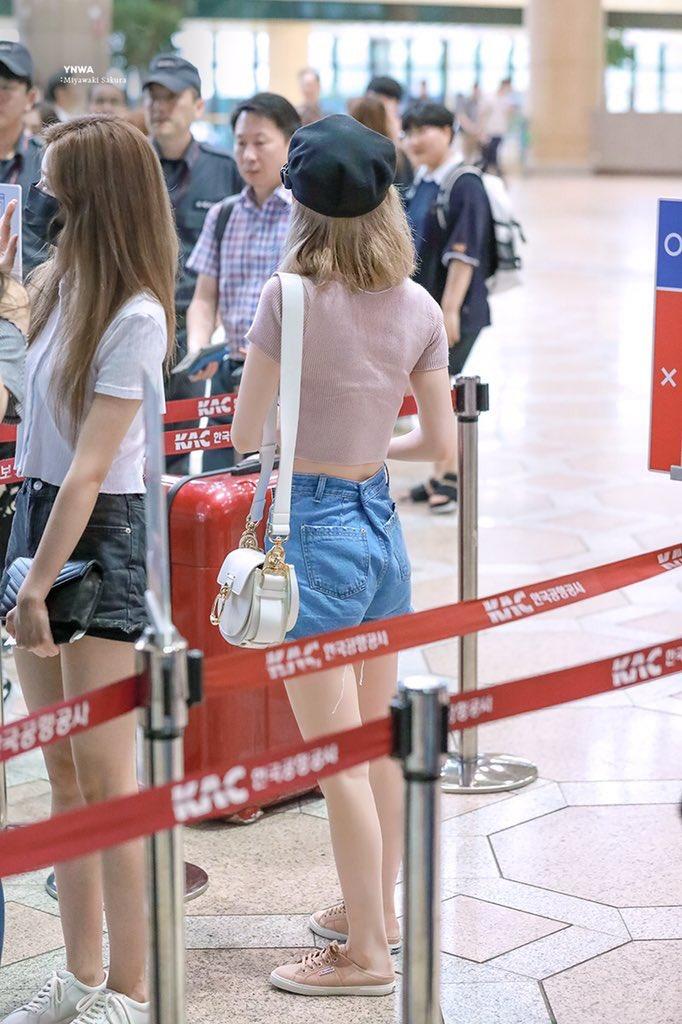 IZ*ONE's Sakura Skinny Figure Causes Fans To Worry