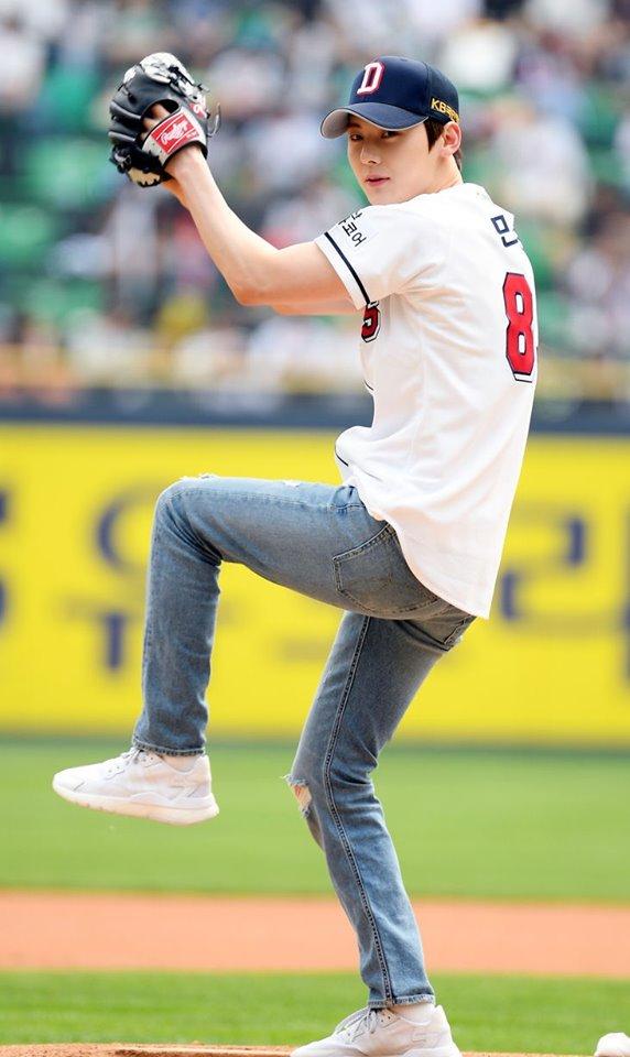 wanna one, wanna one profile, wanna one members, wanna one facts, wanna one age, wanna one height, wanna one baseball, wanna one facts, wanna one hwang minhyun, hwang minhyun