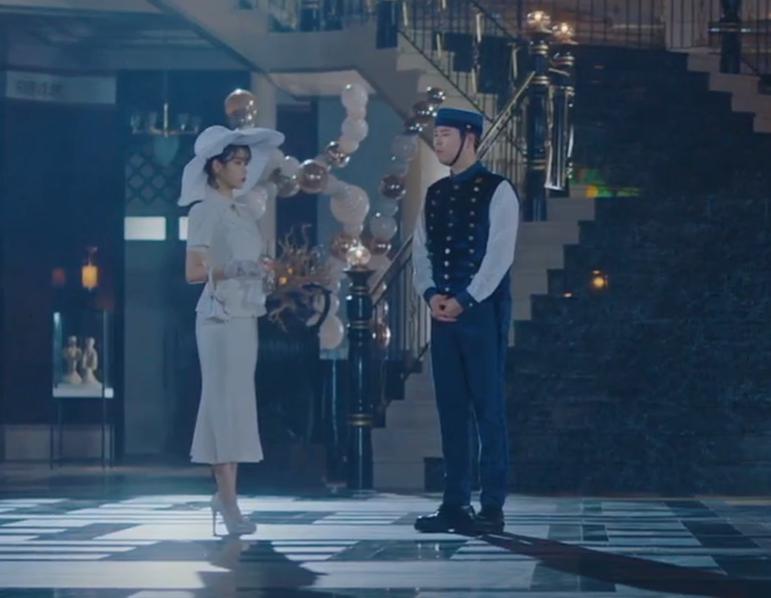"Top 4 Beautiful Handbags Of IU In Drama ""Hotel Del Luna"""