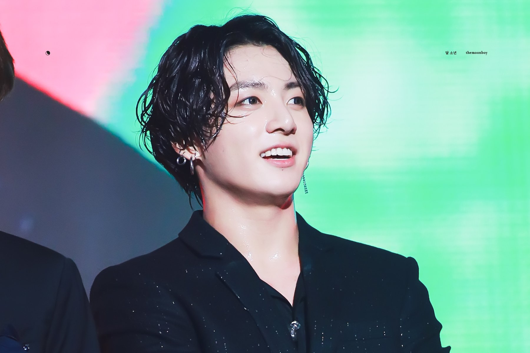Hairstyle Of BTS\u0027s JungKook During \u0027Lotte Family Concert