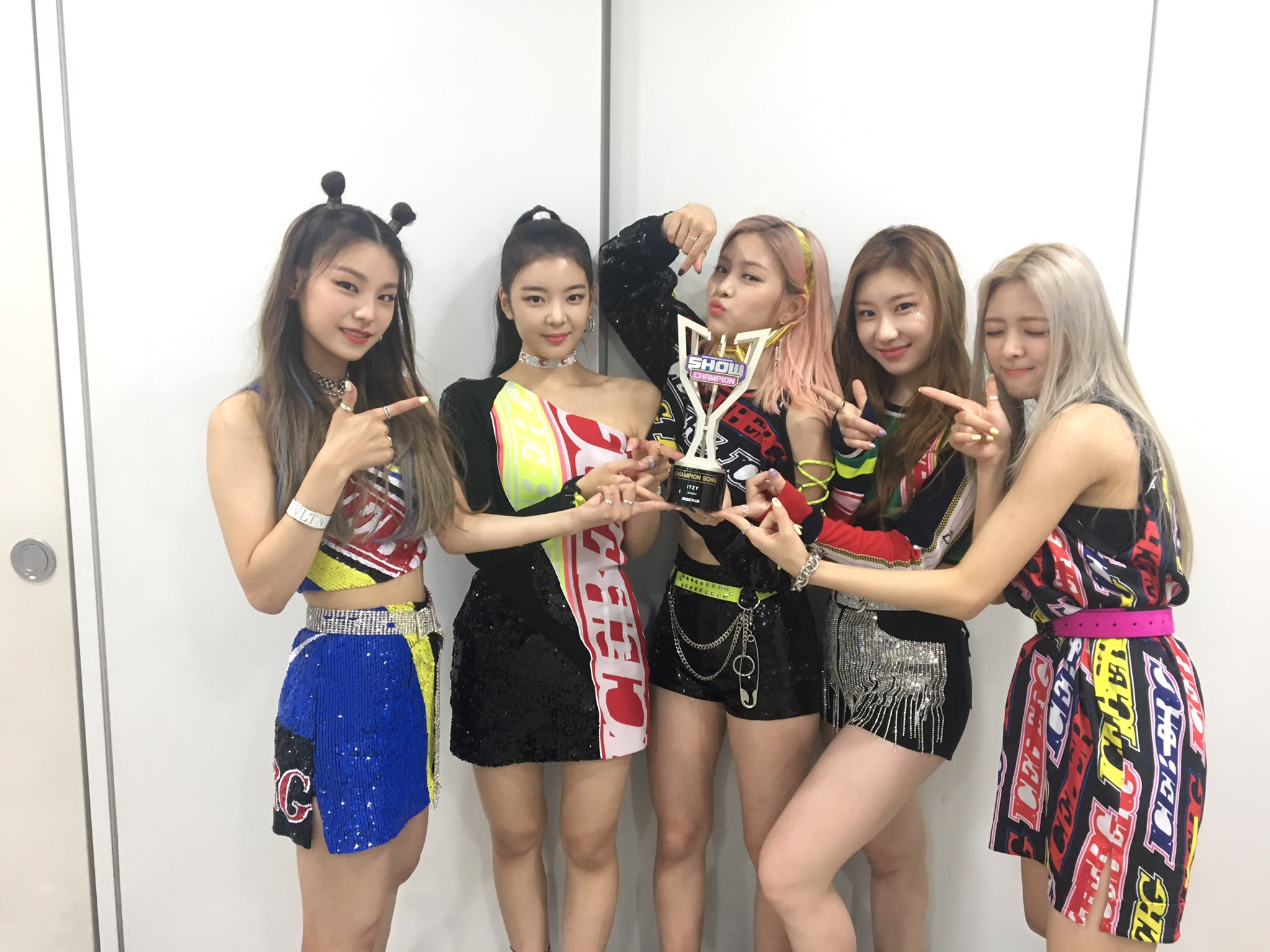 itzy, itzy profile, itzy facts, itzy age, itzy height, itzy debut, itzy rookie award, itzy jyp