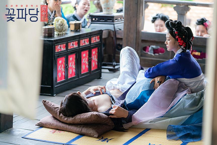 """Byeon WooSeok Reveals His Abs In Recent Episode Of """"Flower Crew: Joseon Marriage Agency"""""""