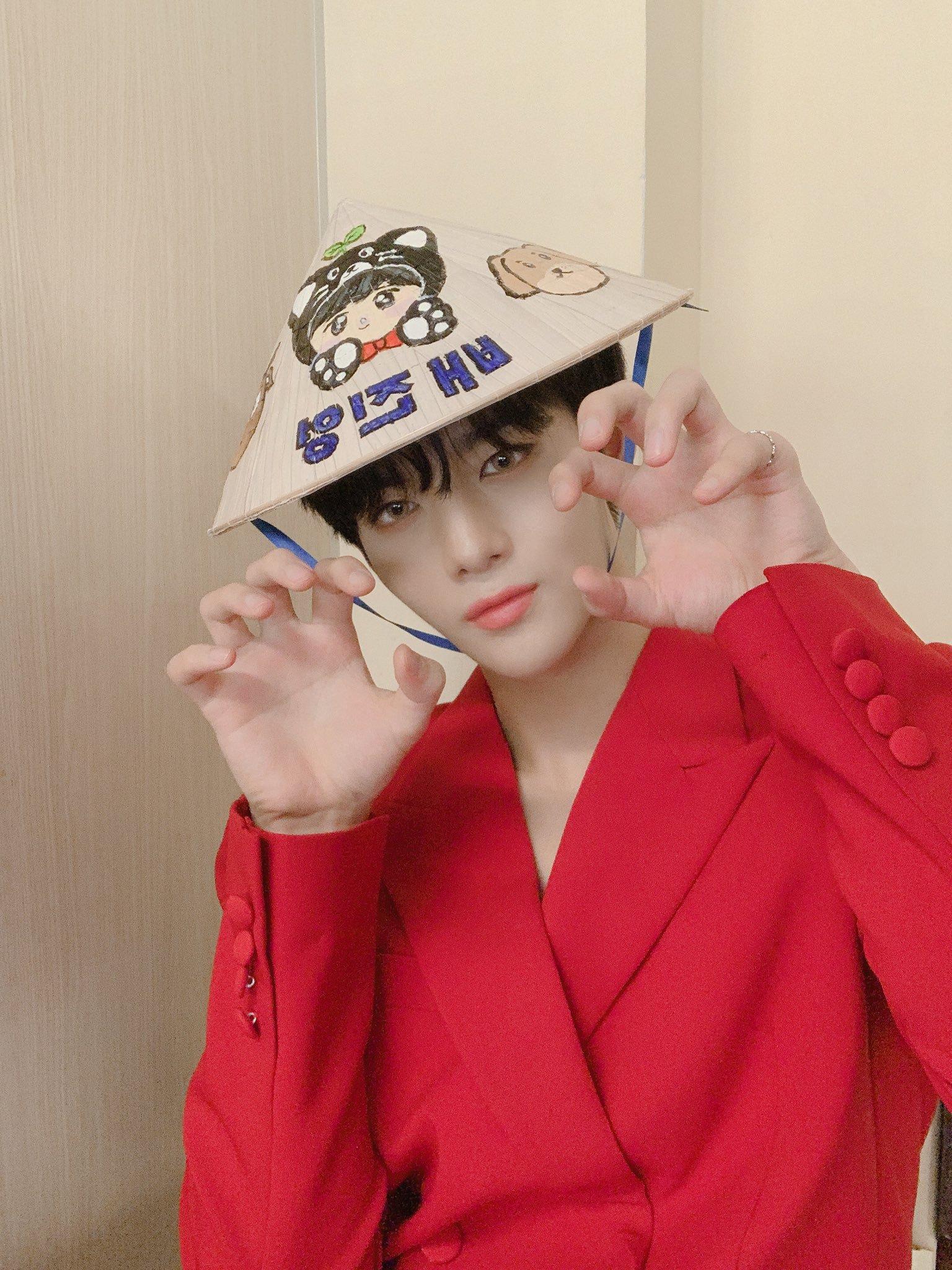 cix, cix profile, cix facts, cix leader, cix age, cix debut, cix bae jinyoung, bae jinyoung