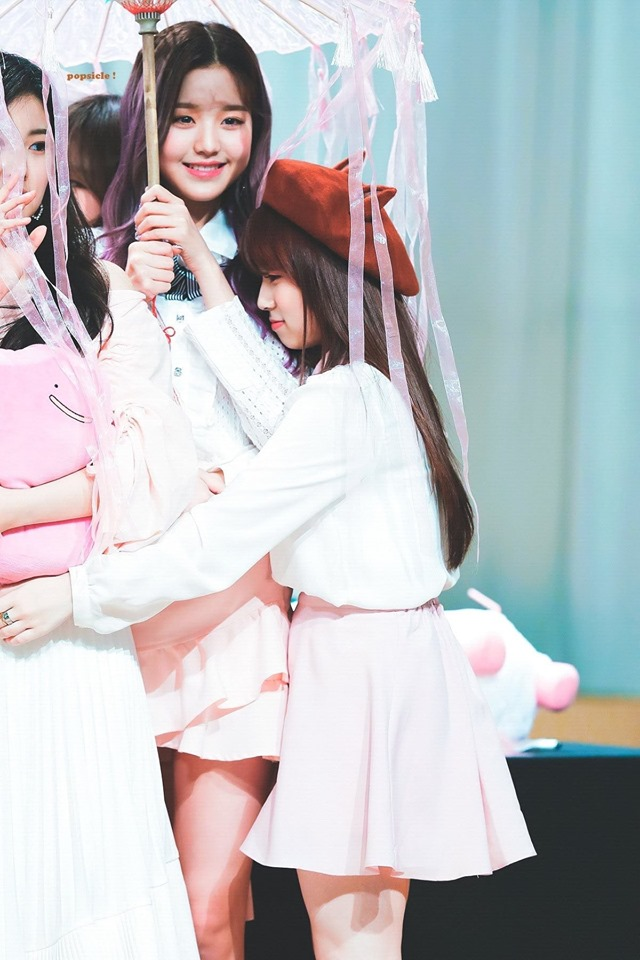 Adorable Height Difference Between IZ*ONE's WonYoung And Nako Cause Fans To Go Aww