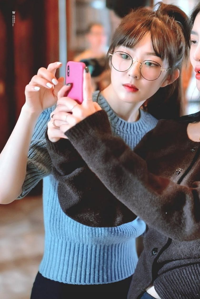 Red Velvet Irene With Glasses On Turns Her In To A Bookworm Goddess