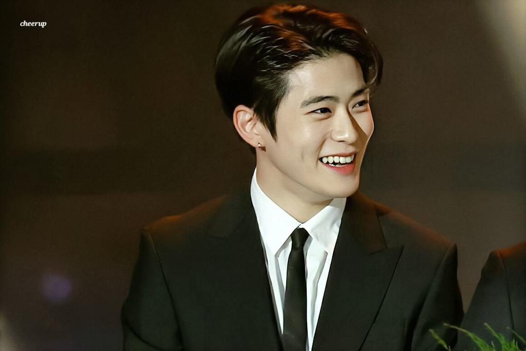 Netizens Pick 7 Male K-Pop Idols That Look Rich And Classy Effortlessly