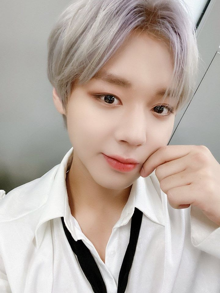 May Notices How Park Jihoon Is Into A New Pose These Days Kpopmap