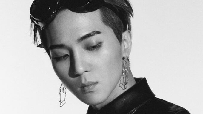 "WINNER Mino's ""Sunflower"" Airport Fashion Reminds Some Fans Of Grandma"