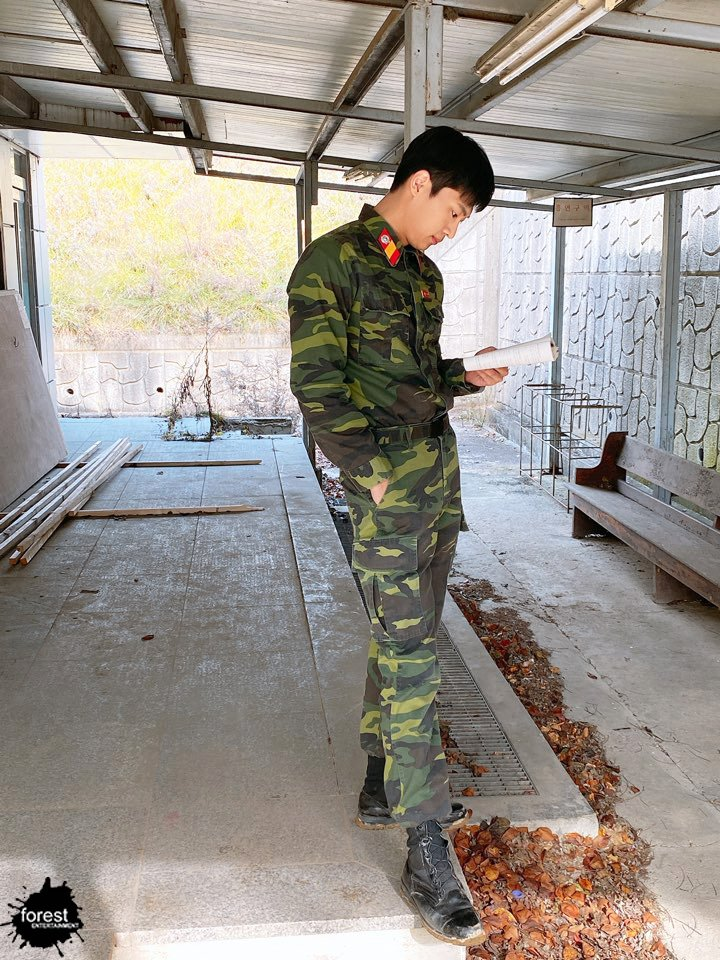 "Melting Hearts: Lee ShinYoung, Handsome Soldier In ""Crash Landing On You"""