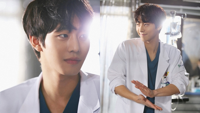 "Melting Hearts: Ahn HyoSeop Attractive Trainee Doctor In ""Dr. Romantic 2"""
