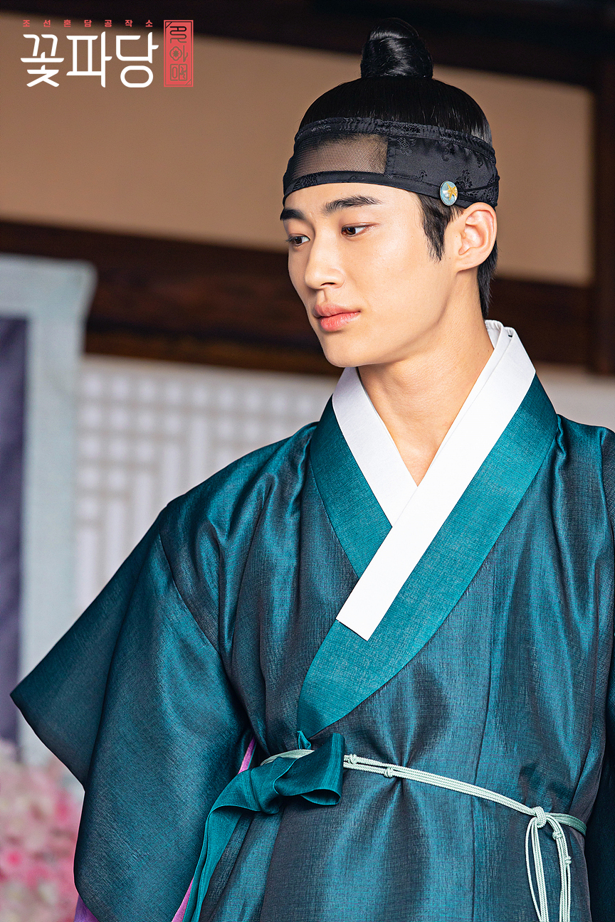 Top 10 Most Handsome Actors In Korean Traditional Clothes ...