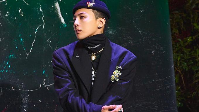 K-Pop Fashion King G-Dragon Goes All Out With Humongous Scarf & Bag