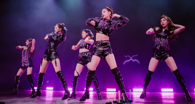 "Exclusive Review: ITZY Kicks Start ""Premiere Showcase Tour ""ITZY? ITZY!"" In Los Angeles"