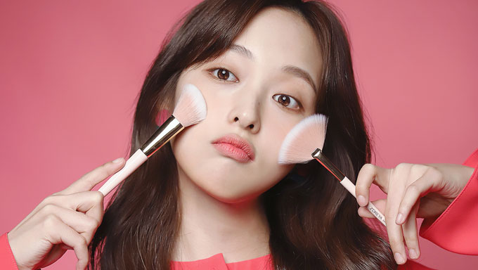 "Deeper Look: Kim BoRa's Beauty Products In Drama ""Touch"""