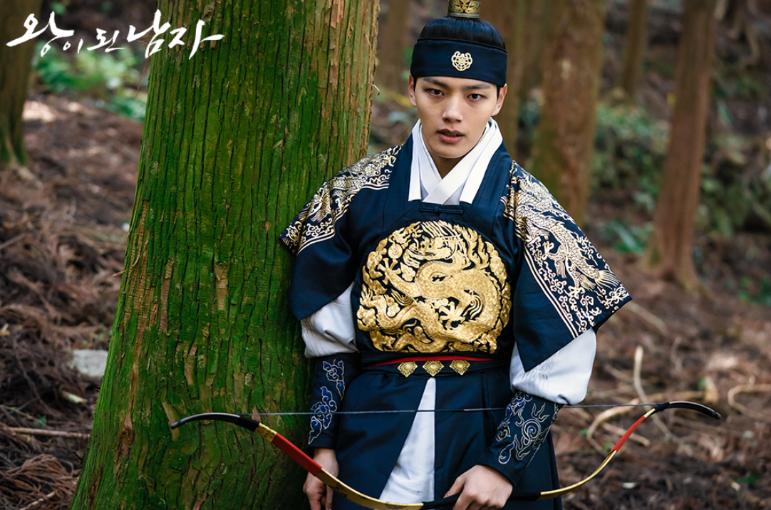 Top 10 Most Handsome Actors In Korean Traditional Clothes