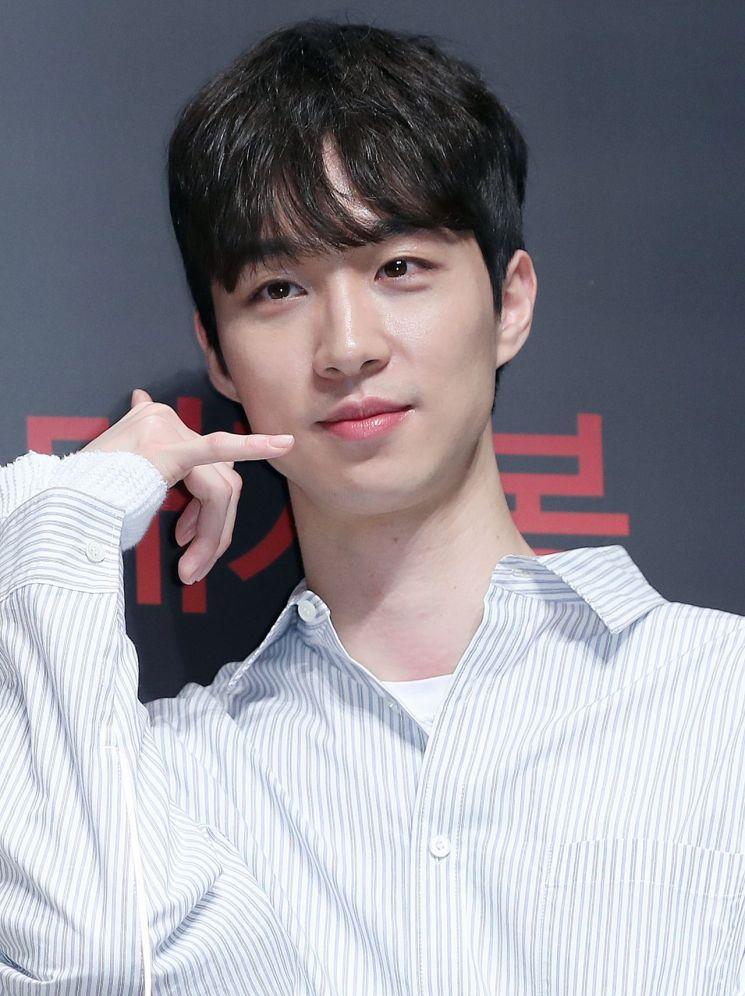 Film Director Lee ChungHeyon Looks More Like An Idol According To Netizens