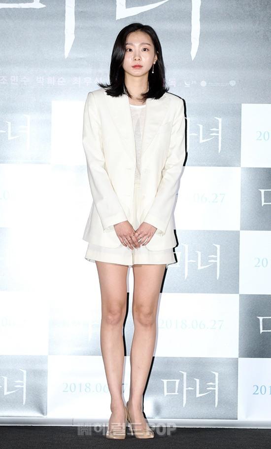 "Tall Height Of Kim DaMi From ""Itaewon Class"" Surprises Netizens"