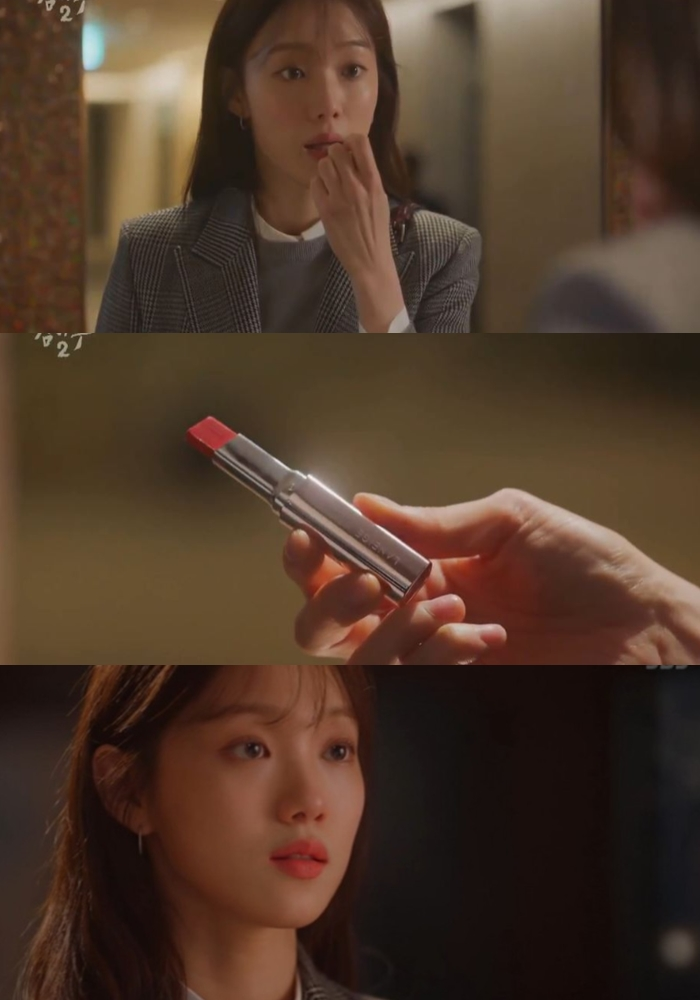 """Deeper Look: Lee SungKyung's Lipstick In """"Dr. Romantic 2"""" Makes Many Curious"""