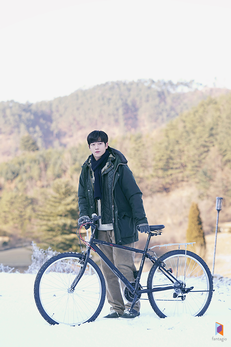 """Netizens Can't Help But Wow At Seo KangJoon's Handsomeness In """"When The Weather Is Fine"""" Behind Pictures"""