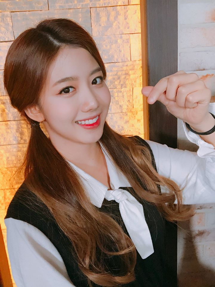 Cherry Bullet's YuJu Gains Attention For Her Fresh And Bubbly Image