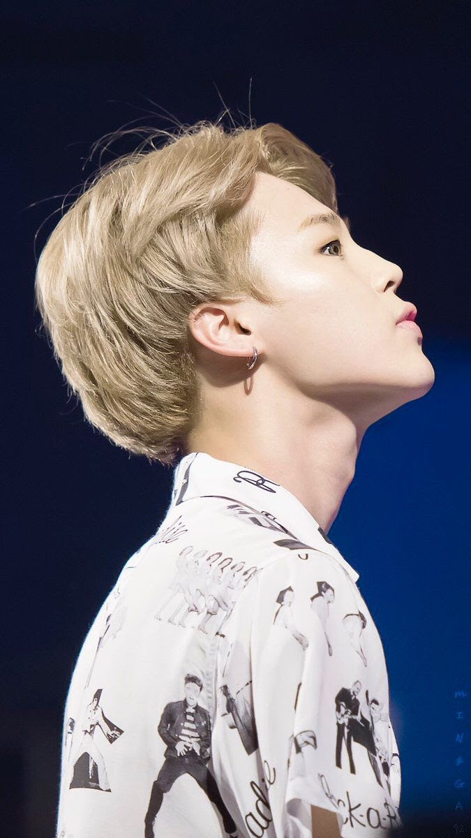 Idols Who Have Some Of The Sharpest Jaw Lines Out There