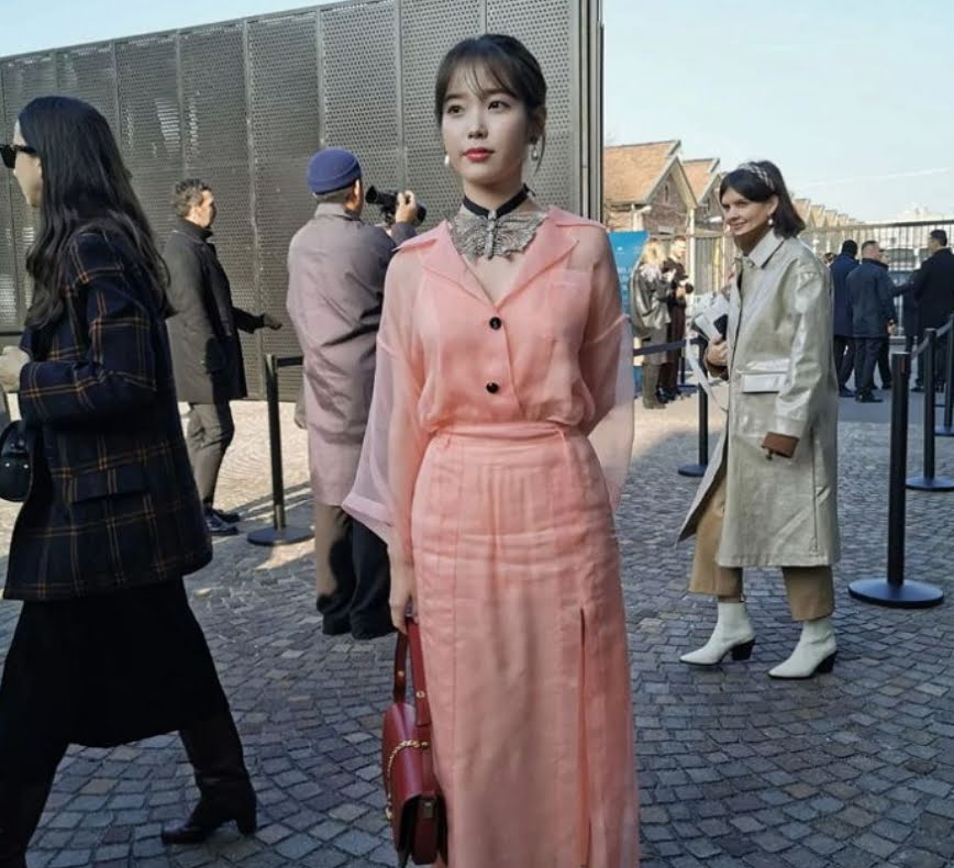 IU Looks Unbelievably Stunning At Gucci Fashion Show