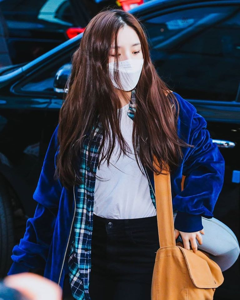 LOONA's HeeJin Is Looking Adorable And Lovely In Her Bare Face
