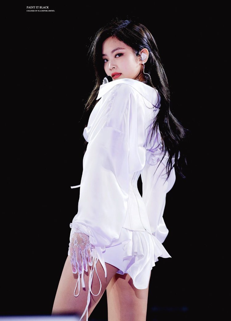 Netizens Share Glamorous Stage Outfits Of 5 Female K-Pop Idols