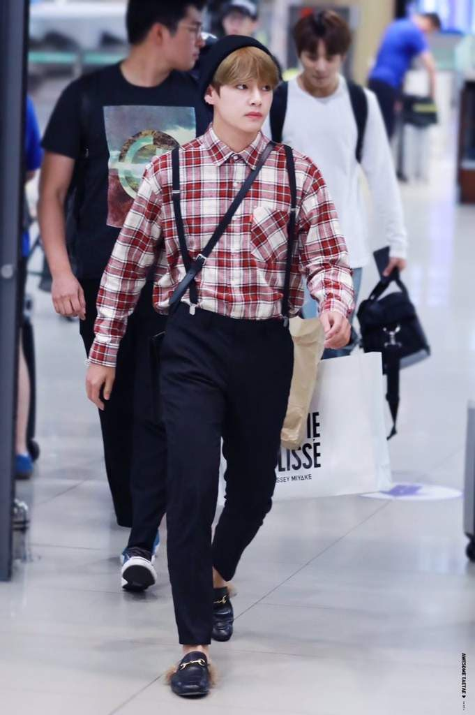 Why These Gucci Slippers Are So Popular Among Idols