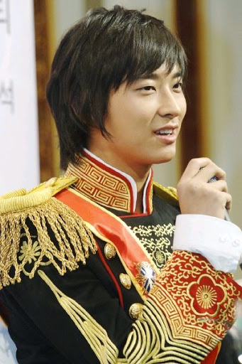 5 Actors That Took The Role Of King/Prince In Modern Days In K-Dramas (Feat Costumes)