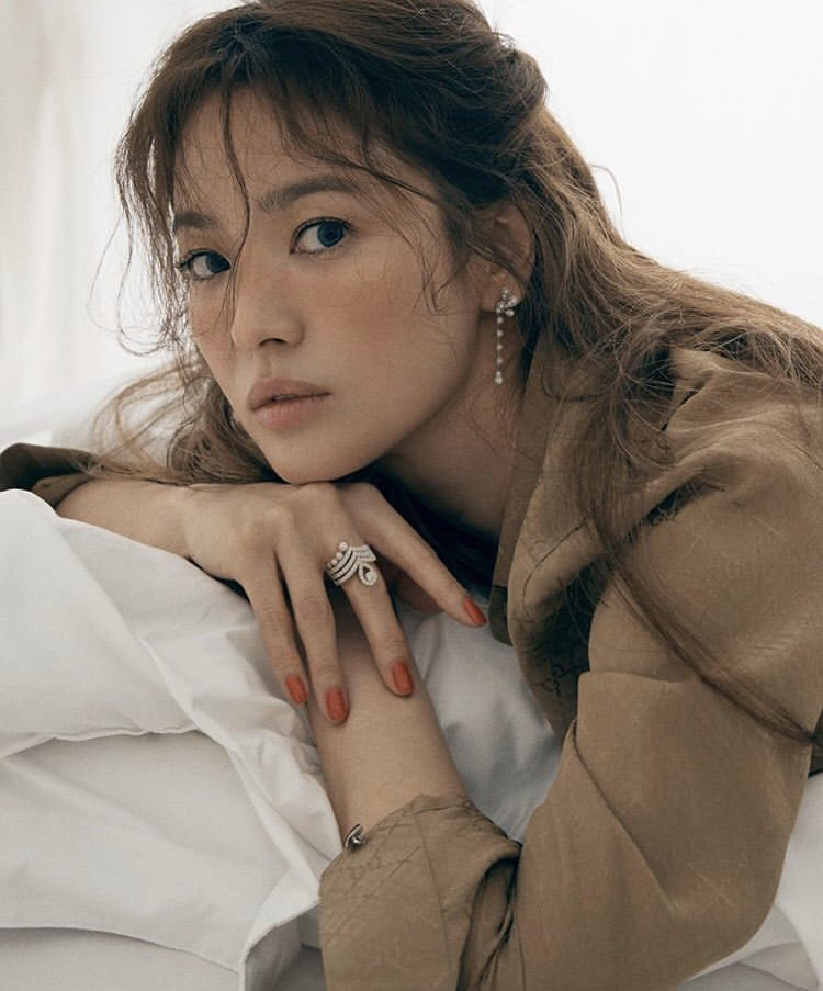 Song Hye Kyo Looks Stunning In New Photoshoot For ELLE Singapore