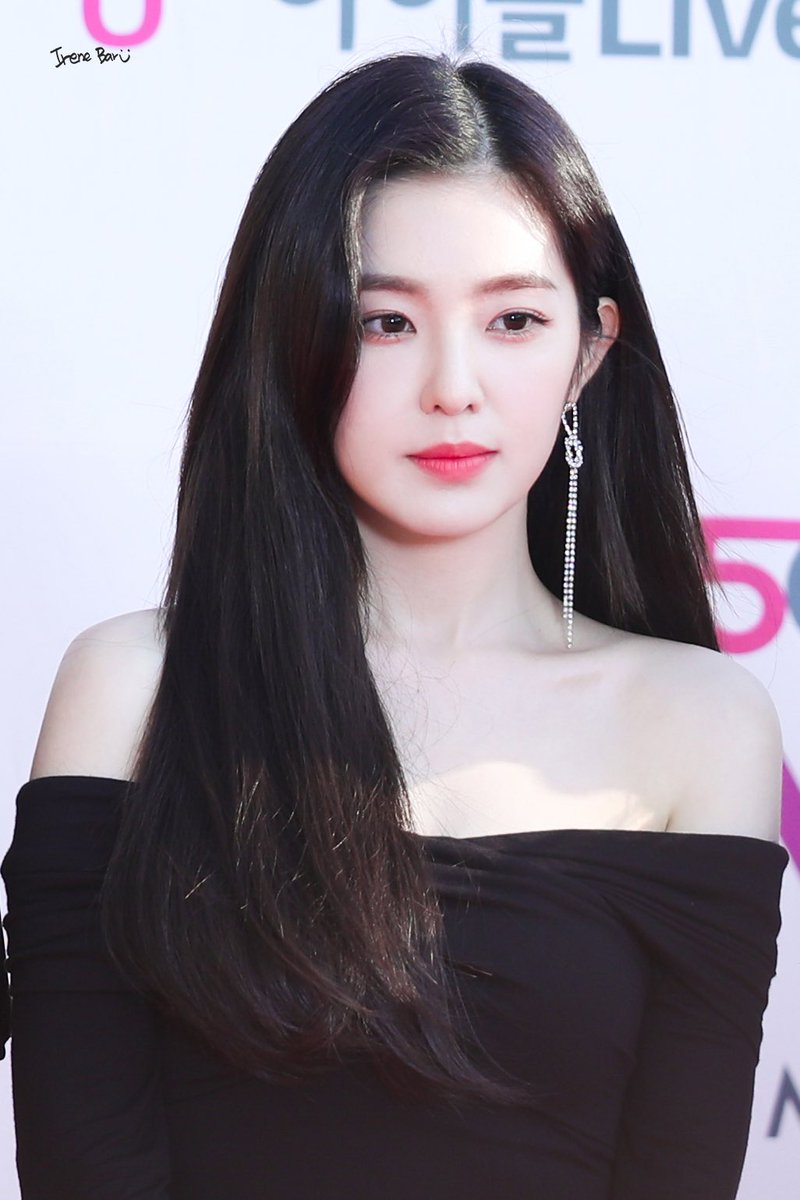 The Facial Expression Of Person Who Took Photos Of Irene Proves One Important Thing