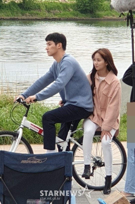 "Kim SoHyun & Jung GaRam Spotted Filming For ""Love Alarm 2"""
