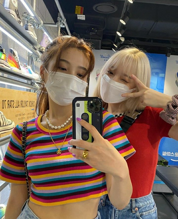 Red Velvet's Joy And GFriend's YeRin Show Off Absolute Friendship