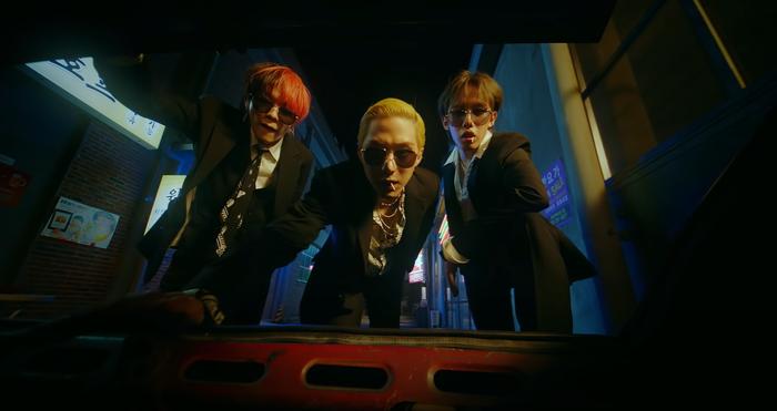 3 Korean Traditional Games that 1TEAM Played During 'ULLAELI KKOLLAELI' MV