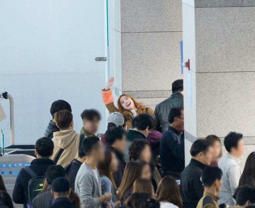 This TWICE Member Has The Magical Gift Of Spotting Cameras Anywhere Anytime