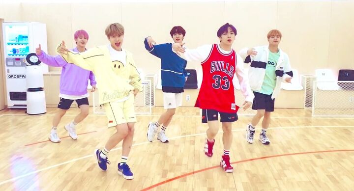 This Type Of Clothing Is Popular Among K-Pop Idols In 2020