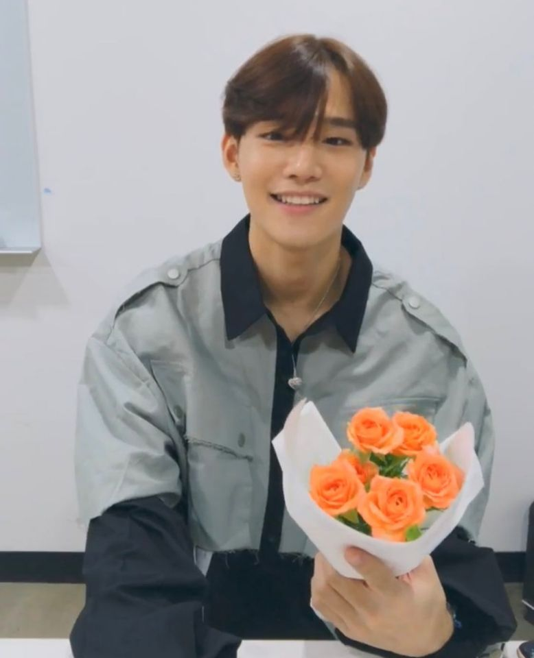 Find Out Who CIX's SeungHun Bought A Bouquet Of Flowers For