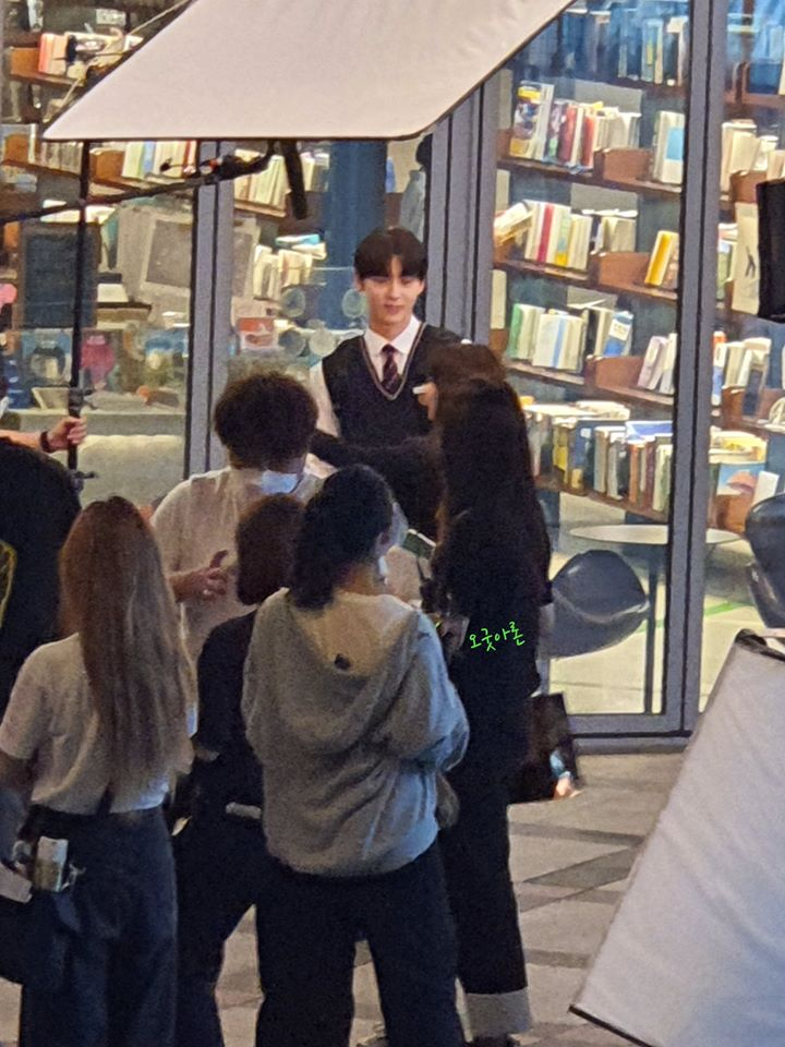 """NU'EST's MinHyun & Jung DaBin Spotted Filming For """"Live On"""" With Huge Height Difference"""