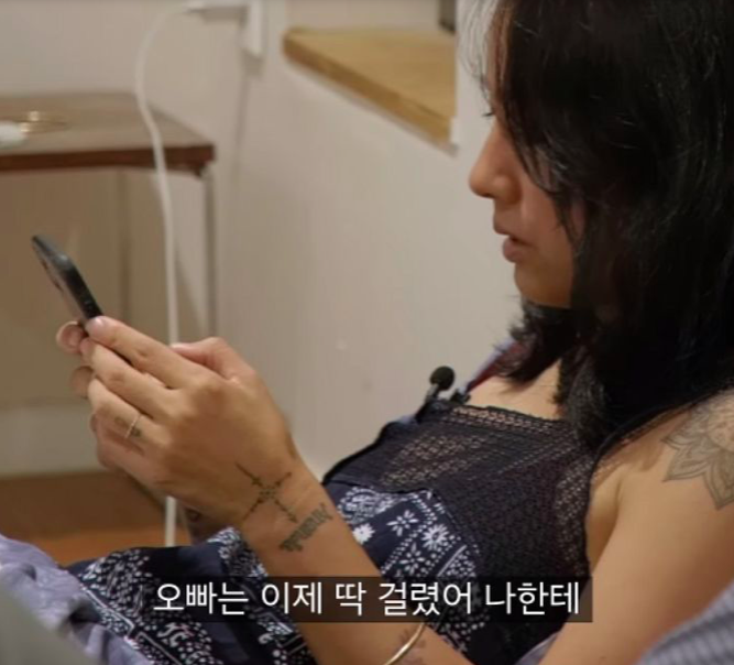 Lee HyoRi  Hilariously Asks Husband Why TWICE NaYeon Is On Phone Search History