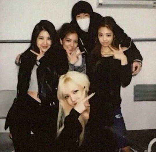 The Hidden Members Of BTS, BLACKPINK, & TWICE You Didn't Know You Knew