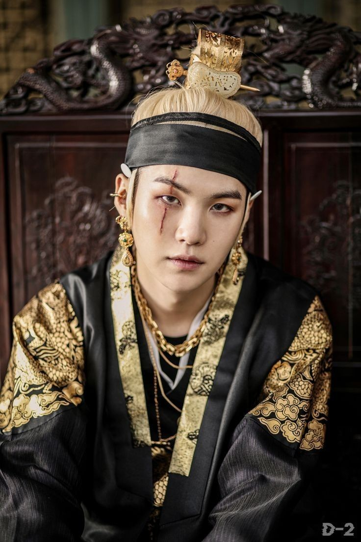 Top 10 K-Pop Idols Who Have The Looks To Play The King / Crown Prince In A Historical Drama