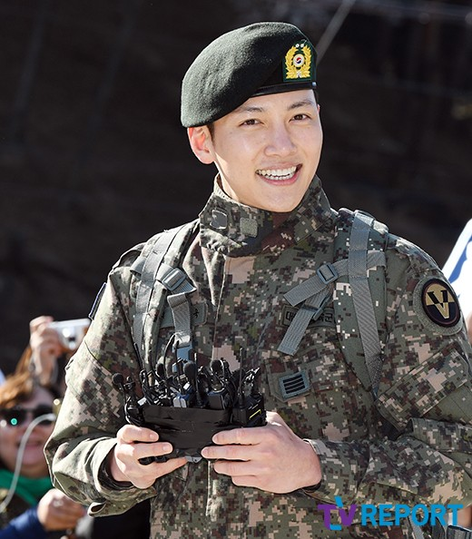 Korean Actors And Idols Who Look Great In Military Uniforms