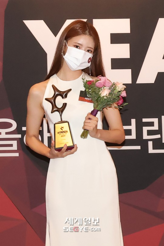 Why Lovelyz's MiJoo Deserved To Win The 'Variety-dol Of The Year' Award