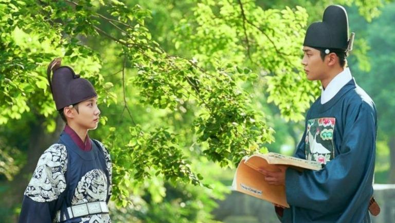 """Pilihan Romantis Kpopmap: RoWoon SF9 Meninjau Kembali Cinta Pertamanya Saat Ia Jatuh ke Air Dengan Park EunBin Dalam """"The King's Affection"""""""